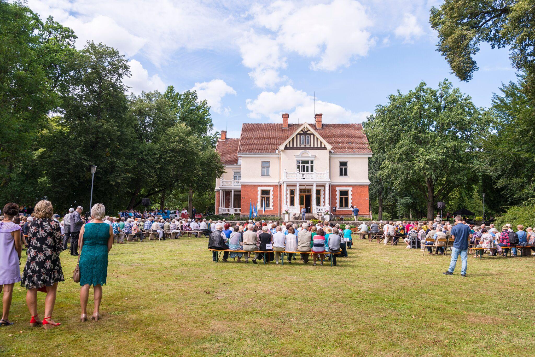 Arnold Pastaku tervituskõne Olustvere kooli vilistlaspäeval