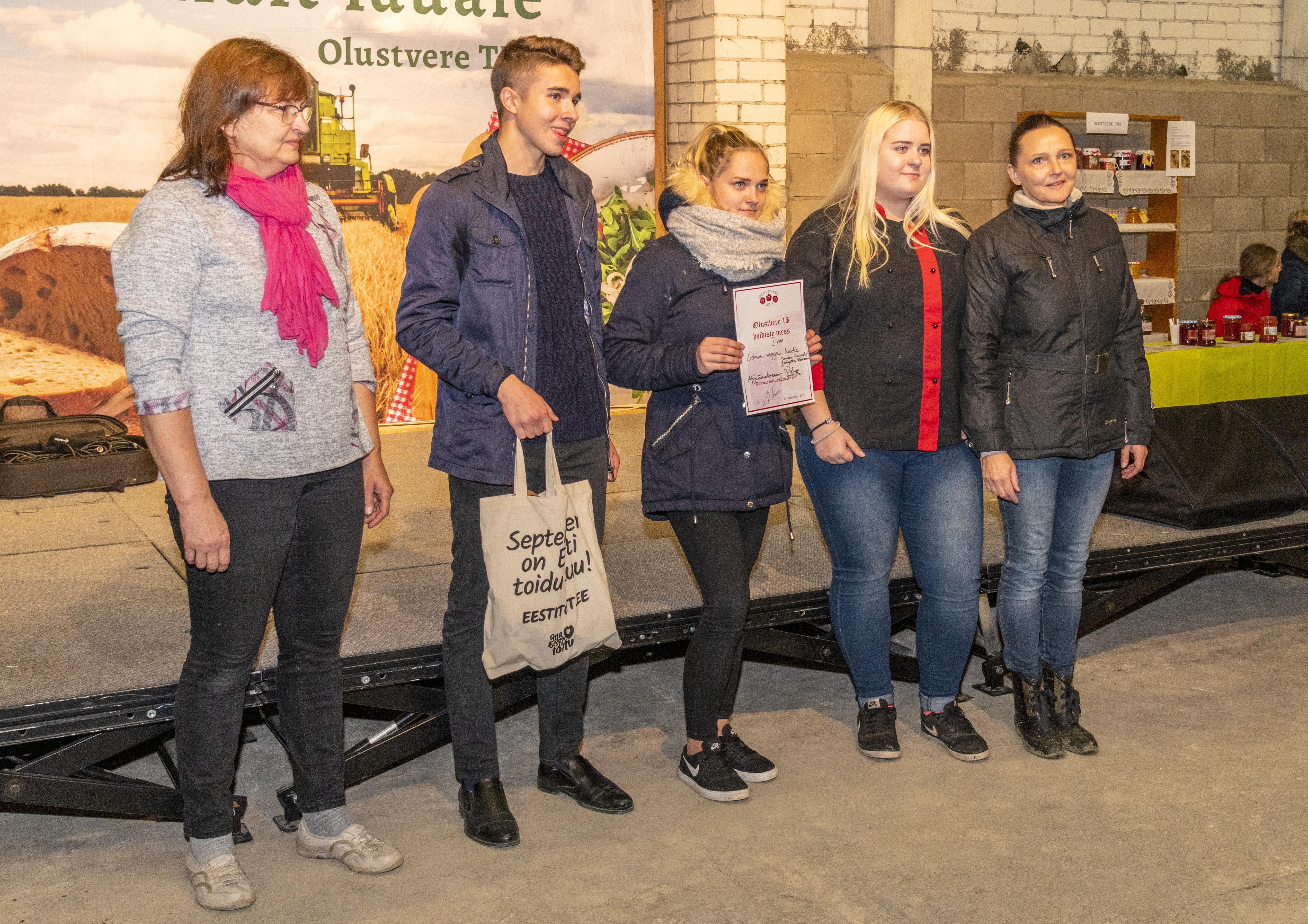 """1. koht MAGUS HOIDIS """"Ahjuõunakreem""""- koka 3. kursuse meeskond Vahur Aasaküla, Brigitta Kõressaar ja Sandra Salumets."""